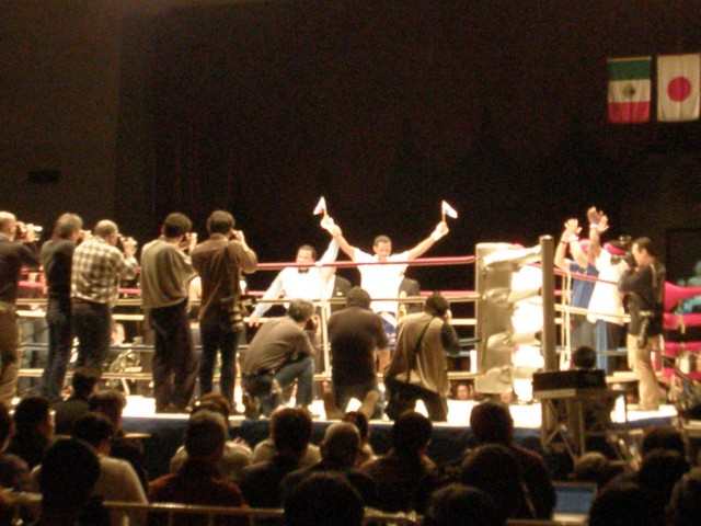 By unanimous decision of referees, the Panamanian boxer is declared the winner.