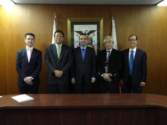 At the center, H.E. Jorge Kosmas Sifaki, Ambassador of Panama in Japan together with representatives of Zensho Holdings.
