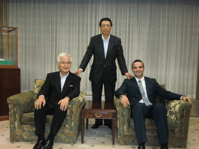 From left to right, Mr. Koji Ikeda, President of the Hiroshima Bank, Ltd., Mr. Kazuki Kurata, Director of the Hiroshima Bank, Ltd. and H.E. Jorge Kosmas Sifaki, Ambassador of Panama to Japan.