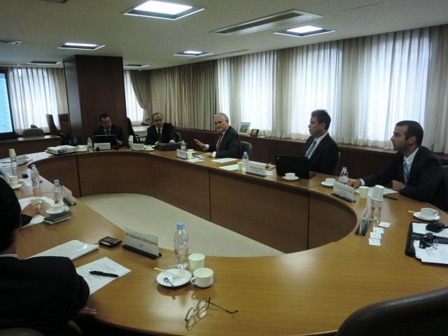 At the center, H.E. Jorge Luis Quijano, Administrator of the Panama Canal Authority. First from right, H.E. Jorge Kosmas Sifaki, Ambassador of Panama to Japan, during the meeting with the Japanese Shipowners' Association.