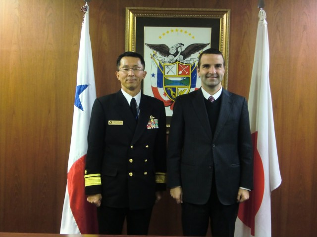From right to left, H.E. Jorge Kosmas Sifaki, Ambassador of Panama to Japan and Real Admiral Fumiyuki Kitagawa, Commander of the Training Squadron of the Maritime Self-Defence Forces in Japan.