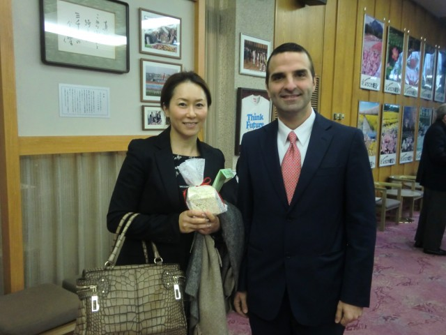 From left to right, Mrs. Noriko Ishizaka, President of Ishizaka Sangyo Co., Ltd. and H.E. Jorge Kosmas Sifaki, Ambassador of Panama to Japan.