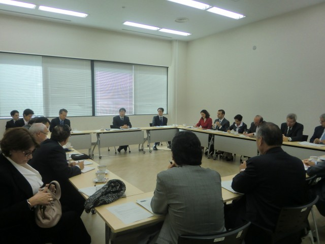 Mr. Akira Yamada, Director General of Latin American and Caribbean Affairs Bureau of the Ministry of Foreign Affairs of Japan, delivering a briefing to the Ambassadors of GRULAC on diplomatic relations concerning GRULAC region and Japan and the situation of East Asia.