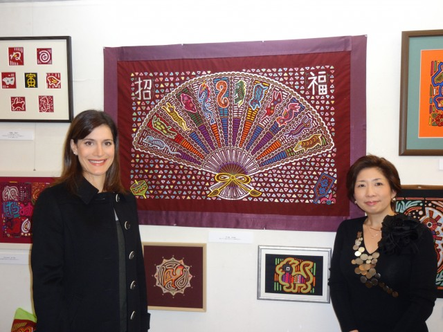 From left to right, Mrs. Ileana de la Guardia de Kosmas, Wife of the Ambassador of Panama to Japan and the Professor Naomi Yamada.