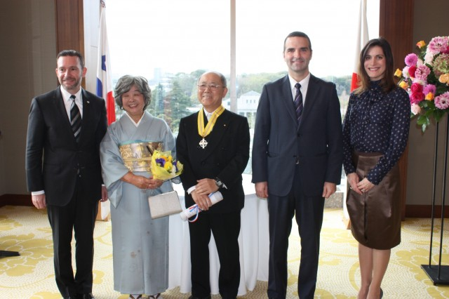 At the center, Mr. Koichiro Akechi, President of the Association for the Conservation of the Wild Orchids of Panama (COSPA) and the ex volunteer of the Japanese International Cooperation Agency (JICA) and to his left, his wife, Mrs. Yumiko Akechi, together with H.E. Francisco Álvarez De Soto, Foreign Minister of Panama, H.E. Jorge Kosmas Sifaki, Ambassador of Panama to Japan and his wife, Ileana de la Guardia de Kosmas.