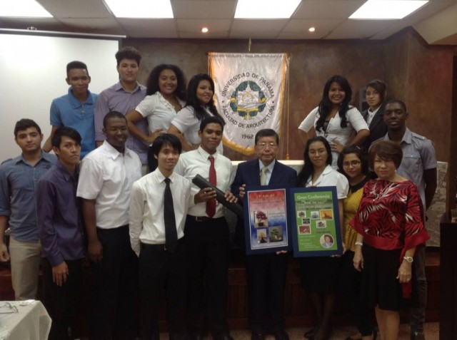 Mr. Saki Kosugi, President of Kosugi Zoen, together with students of the University of Panama in September 2013.