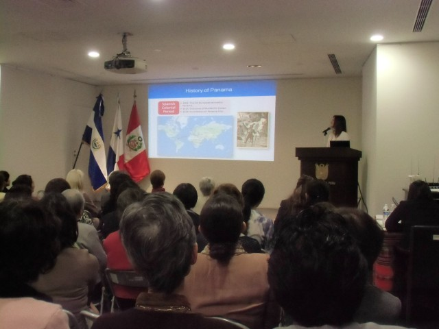 Mrs. Ileana de la Guardia de Kosmas, Wife of the Ambassador of Panama to Japan, giving a presentation about Panama.