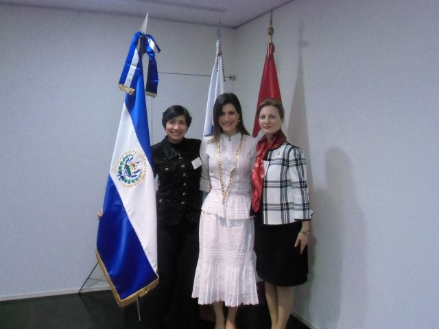 From left, the Ambassador of El Salvador, H.E. Martha Zelayandia, Wife of the Ambassador of Panama to Japan, Mrs. Ileana de la Guardia de Kosmas and Wife of the Ambassador of Peru, Mrs. Cristina Escala.