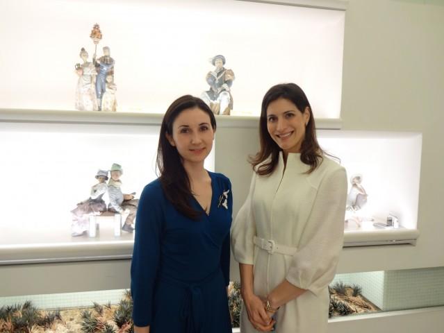 From right, Mrs. Ileana de la Guardia de Kosmas, Wife of the Ambassador of Panama in Japan and Mrs. Arantxa Lapeña Fernández from Lladró Japan Co., Ltd.