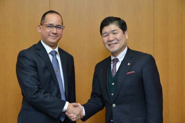 From left, the Ambassador of Panama to Japan, H.E. Ritter N. Díaz and the President of Sophia University, Honorable Mr. Takashi Hayashita.