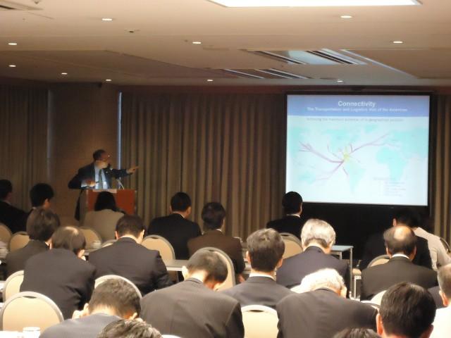Ambassador Diaz explaining the logistics connectivity of Panama.