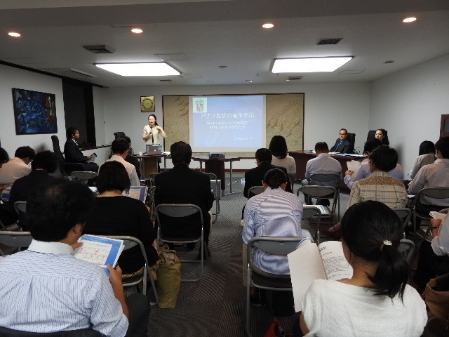 Participants during the briefing at the Latin American Salon