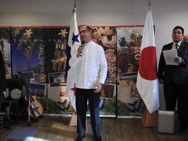 H.E. Ritter N. Diaz, Ambassador of Panama in Japan, delivering the opening remarks