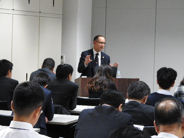 H.E. Ritter N. Diaz,  Ambassador and Consul-General of Panama in Tokyo, delivering the presentation