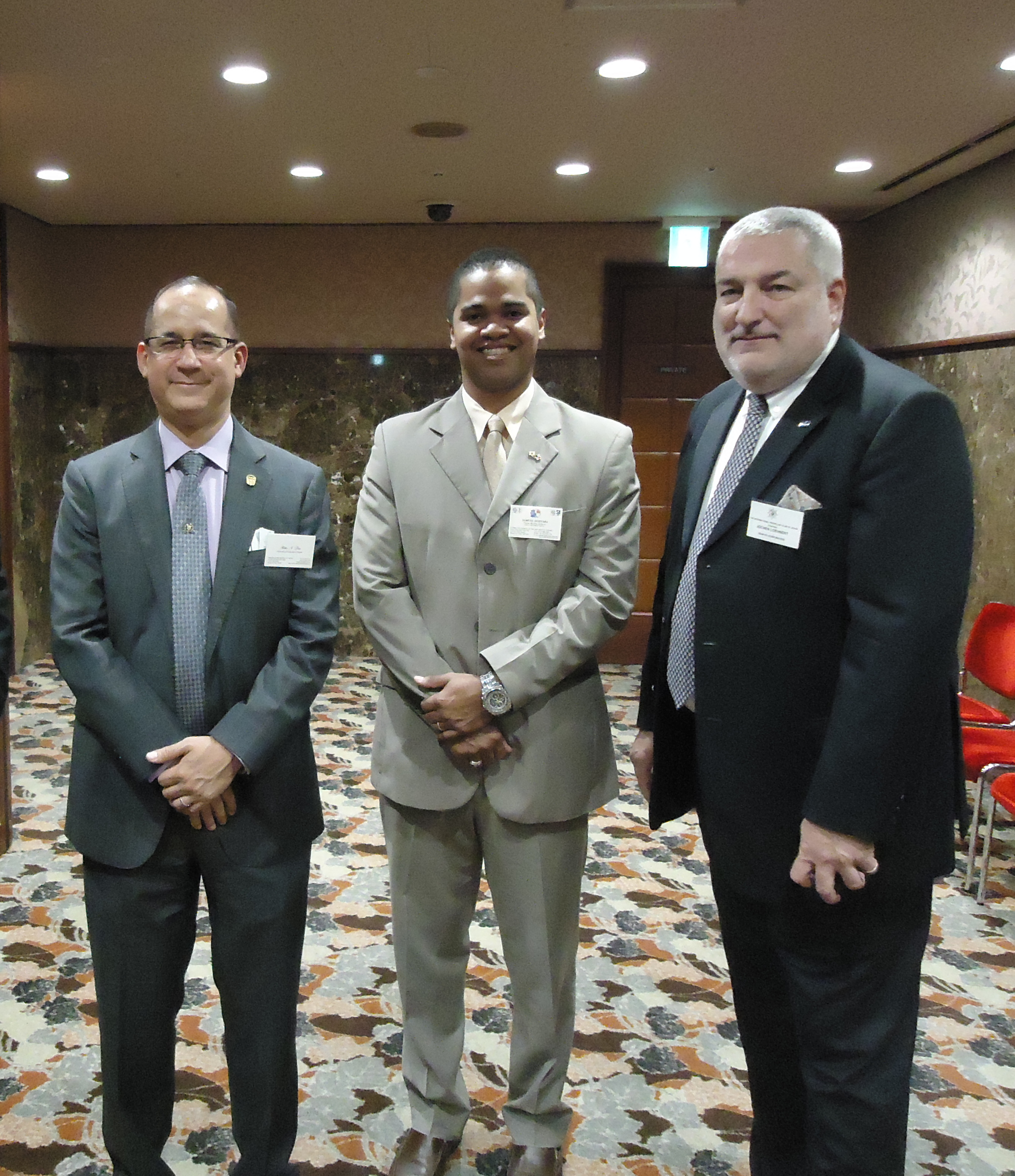 From left to right, H.E. Ritter N. Diaz,  Ambassador and Consul-General of Panama in Tokyo, Mr. Samuel Quevara, Chief of SEGUMAR Office in Tokyo, Mr. Jochen Loehnert, Chairman of the International Propeller Club of Japan
