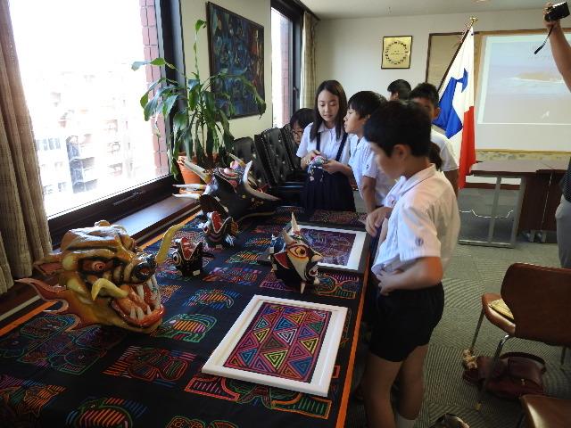 Observing Panamanian handicrafts