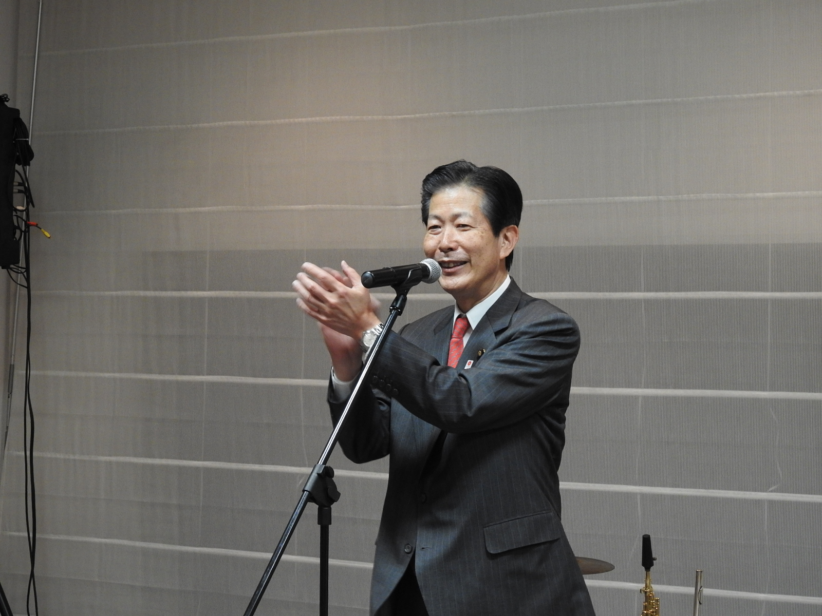 Mr. Natsuo Yamaguchi, member of the House of Councillors and the President of New Komeito Party, expressing his gratitude as a representative of parliament