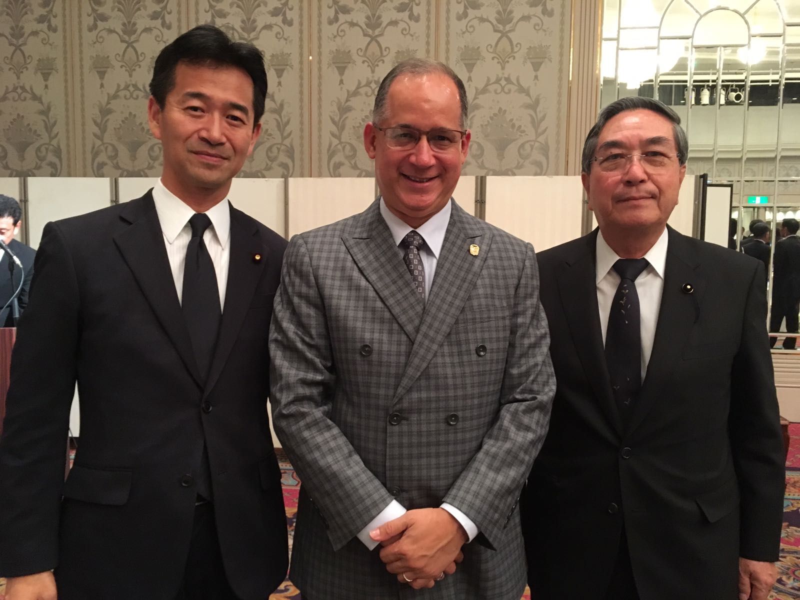 From the right, H.E. Mitsunari Okamoto, Vice-Minister of Foreign Affairs of Japan, Ambassador Diaz and Mr. Yasuo Yamaki, Chairman of Municipal Assembly of Hiroshima city.