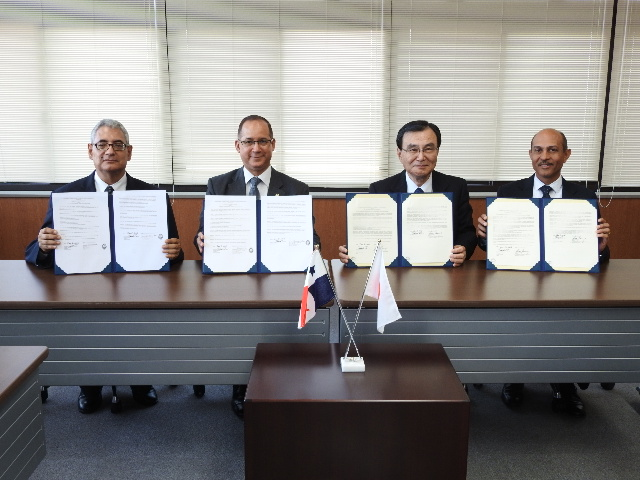 From left: Dr. Rodrigo Ernesto Cambra, Ambassador Diaz, Dr. Tokuhisa, Dr. Humberto Rodríguez