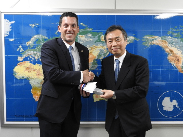 From left:Vice-Minister Hincapie、Mr. Tatsuro Nakamura, President of the Japan Association of Travel Agents (JATA)