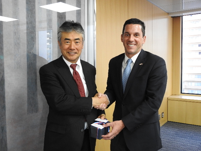 From left:Mr. Tatsuhiro Shindo, Executive Vice President of Japan External Trade Organization (JETRO)、Vice-Minister Hincapie