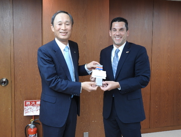 From left:Mr. Yasumi Kudo, President of the Japan Shipowners' Association (JSA)、H.E. Luis Miguel Hincapie, Vice-Minister of Foreign Affairs of Panama