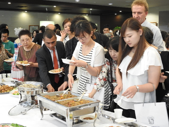 Participants,tasting Panamanian cuisine
