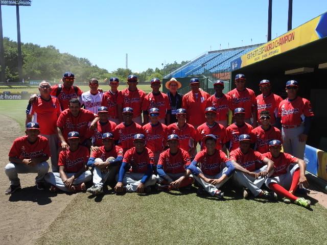 Ambassador Diaz and Panamanian National Team