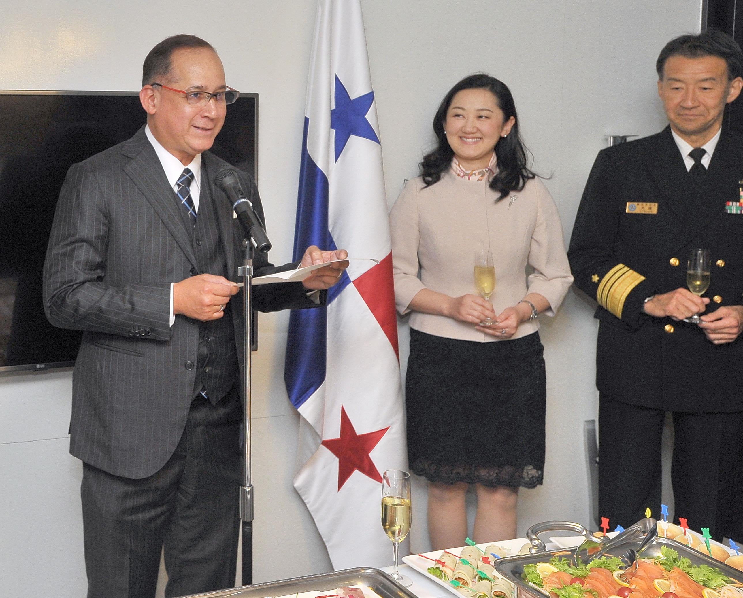 開会の辞を述べるリッテル・ディアス駐日パナマ共和国大使