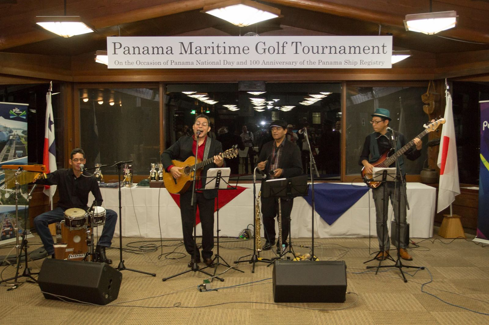 Panamanian live music performed by Latin American musicians