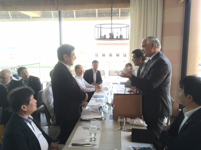 From left: Mr. Hiroshi Ochi, Deputy Mayor of Imabari and Mr. Jorge Quijano, Administrator of the Panama Canal