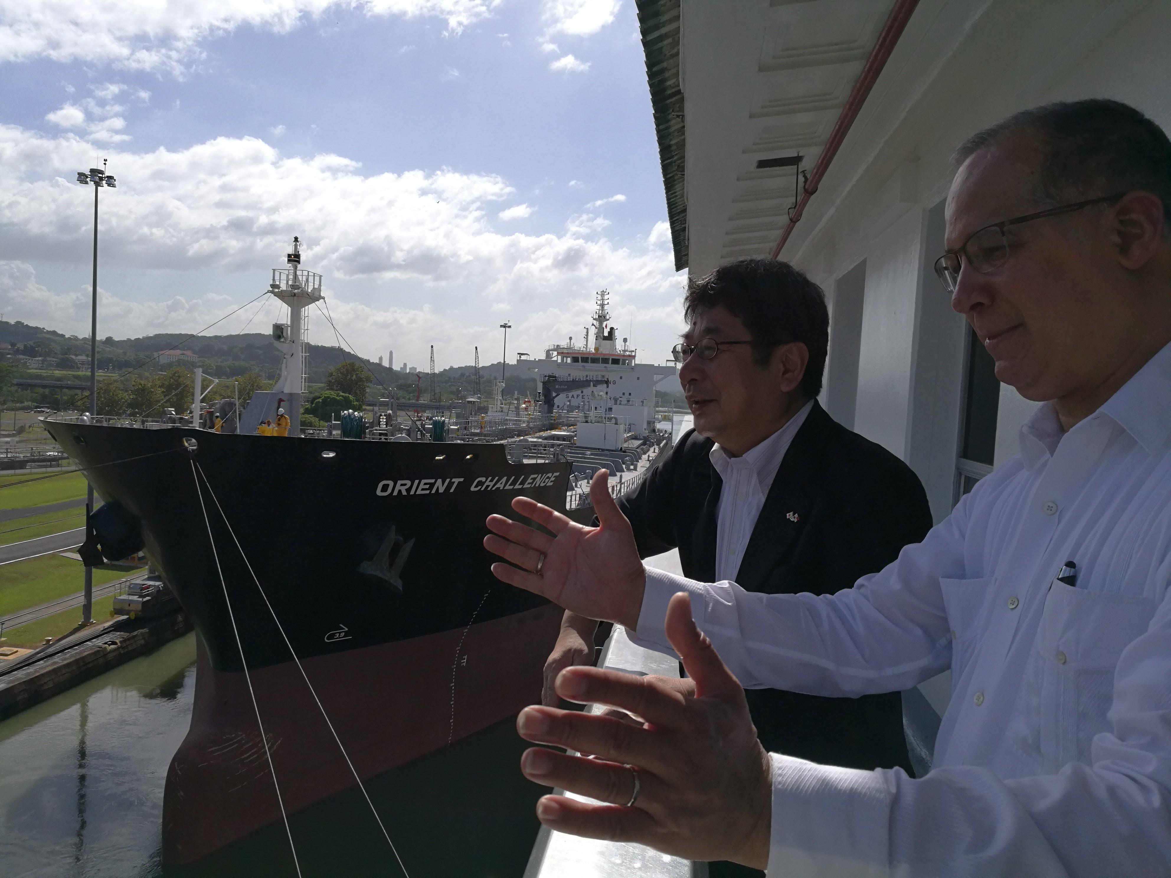 H.E. Ritter N. Diaz, Ambassador of Panama to Japan and Mr. Hiroshi Ochi, Deputy Mayor of Imabari, in Miraflores Lack
