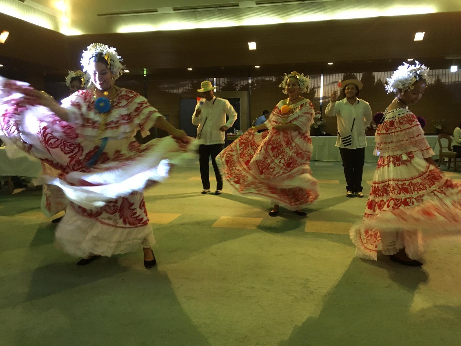 パナマダンスショーの様子