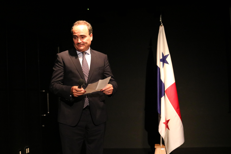 セルバンテス文化センター東京ウガルテ館長による開会の言葉