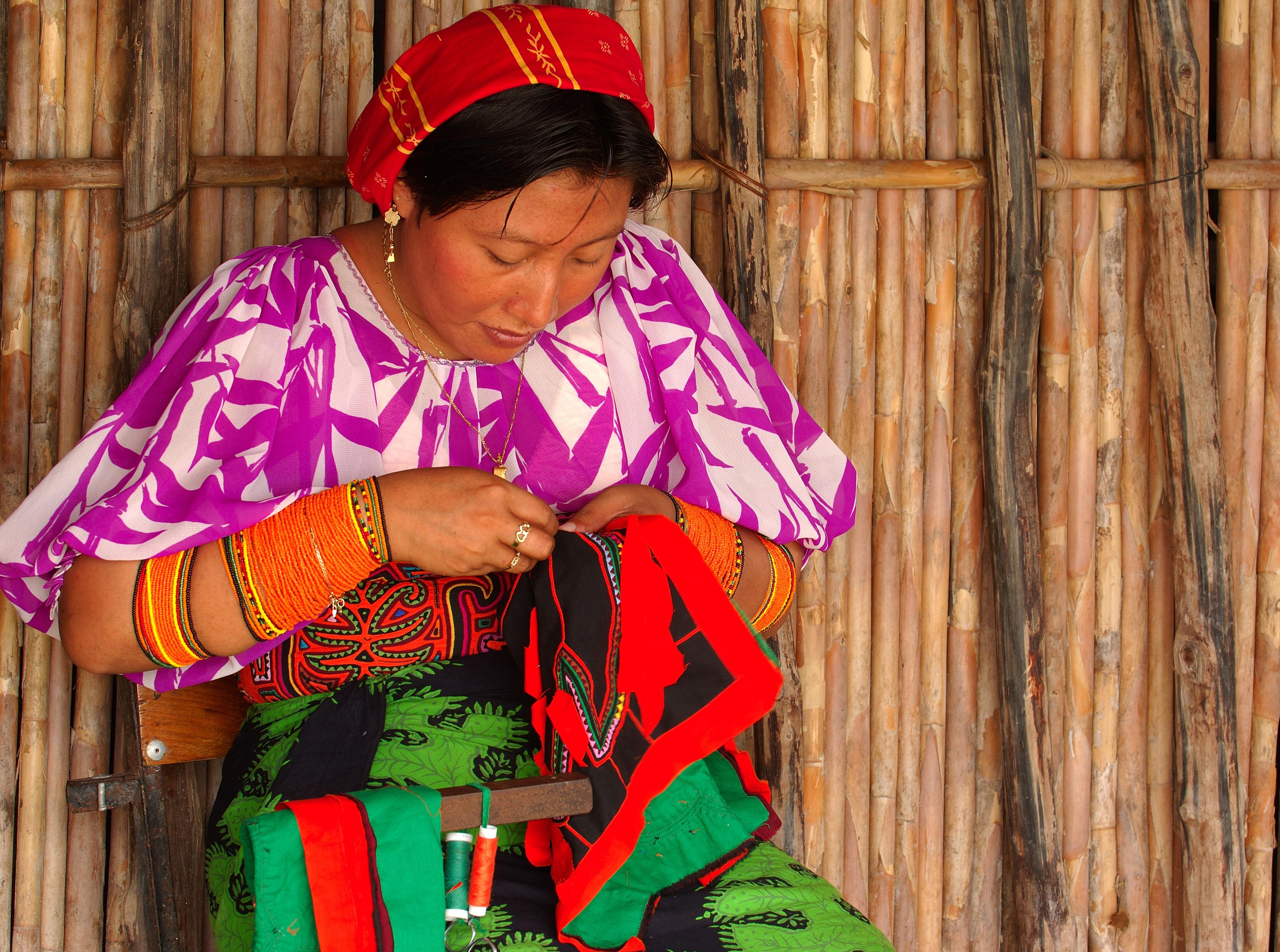 グナ族の女性